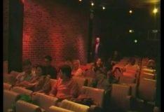 Corno paga para comedor e esposa ir ao cinema