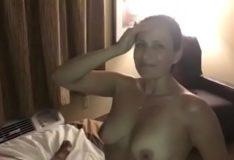 Esposa Mama Pauzudo, Enquanto Marido Otario Filma! / Mais em putariaamadora.net