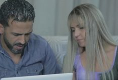 Loira gosta de trair marido seduzindo serventes – Evy Kethlyn & Tony Tigrão