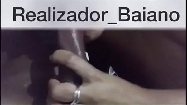 Whats App (71)9635-8941 - Realizador Baiano vídeo especial humilhando o corno que liberou a esposa pra sair com o comedor e amigos! Menage masculino e o corno querendo saber se a esposa estava sendo bem cuidada cuckold amador novinha de salvador