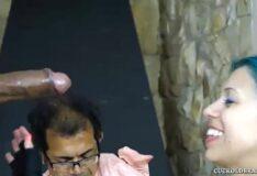 Novinha do cabelo colorido na dominação