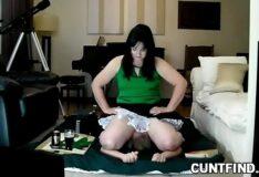 Esposa sentando no marido na dominação feminina